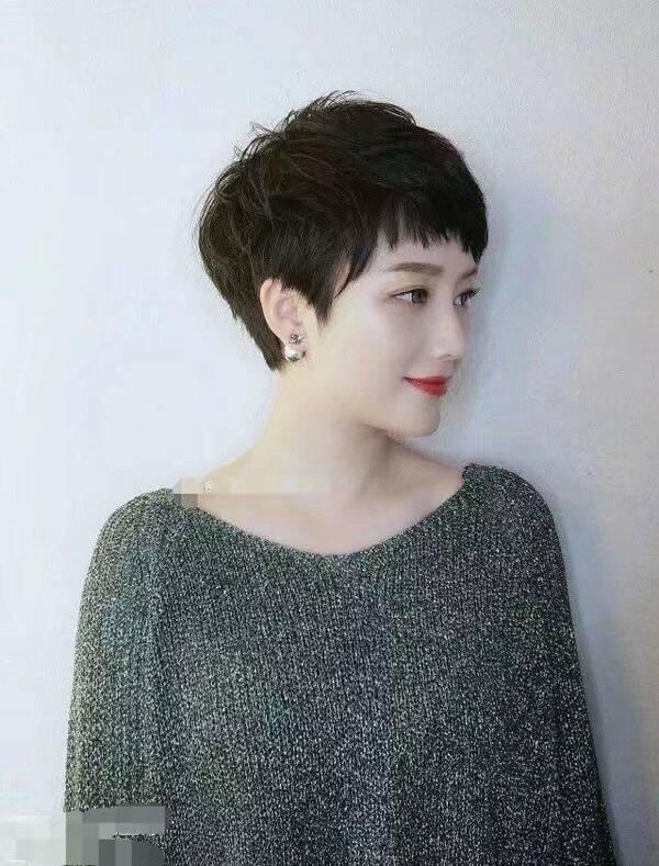 甜美可爱的潮短发,是不是也很漂亮很时尚.