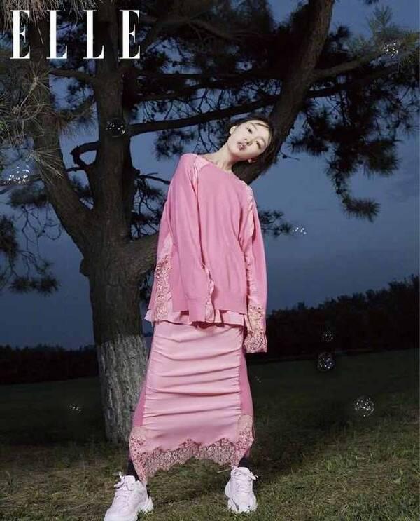 沈月和周冬雨同登杂志封面,网友:终于见识到灵气的