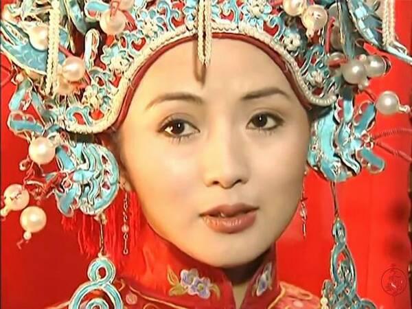 掀开盖头的古装新娘,赵薇林心如范冰冰,谁最惊艳?图片