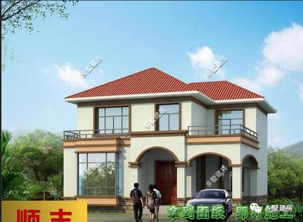 两层别墅,还带个车库,用预制模板搭建了入户平台,是方形罗马柱设计