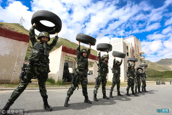 武警新训练大纲_拉萨,武警西藏总队女子特战大队严格依据新军事训练大纲,组织特战队员