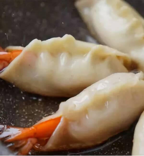 【菜谱】虾跟蛋炒得如此火热,却忘了它们应该鲨鱼吃大螃蟹图片