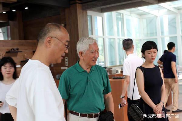 """第五届成都创意设计周""""中国工业设计之父""""柳冠中来蓉"""