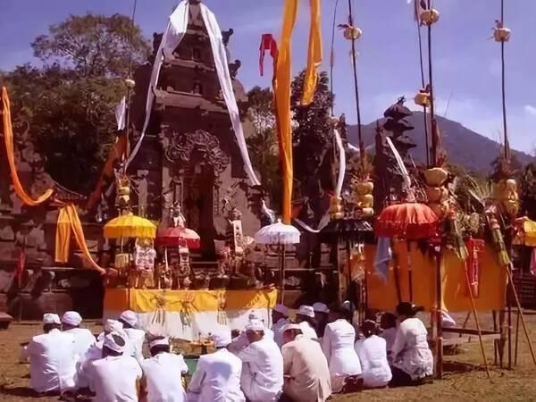 巴厘岛丨不仅有美丽的自然风光,还有独特的宗教文化.