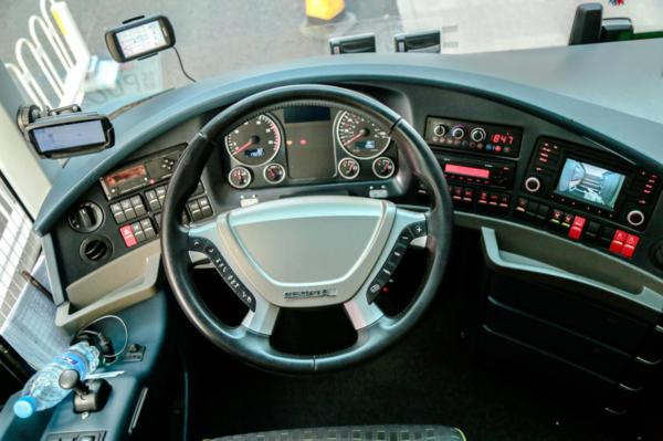 cityliner全车大部分采用man的配件,所以说方向盘,仪表盘处处都体现出