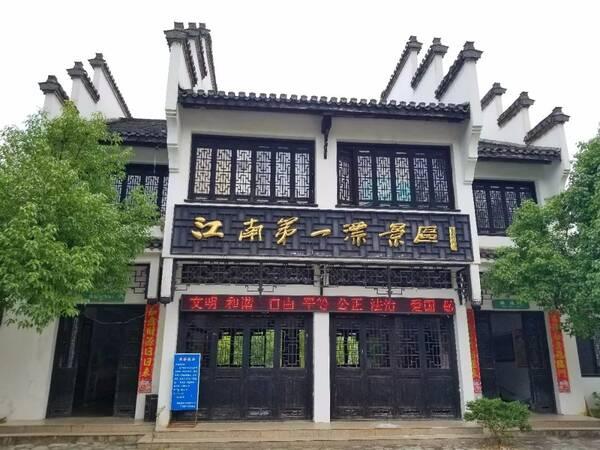 泾县江南第一漂地处黄山和 九华山风景区之间 河水蜿蜒湍急,两岸高山