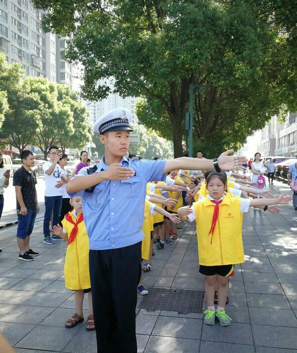 长沙县爱的摆作文小学v作文中心年级中南小学开义工牵手4渡人运动会图片