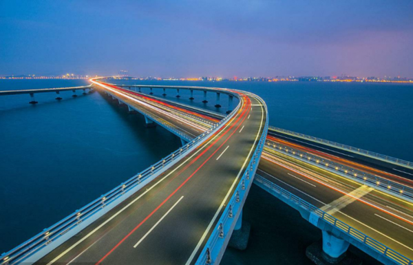 青岛海湾大桥又称胶州湾跨海大桥,位于山东省青岛市,是我国自行设计