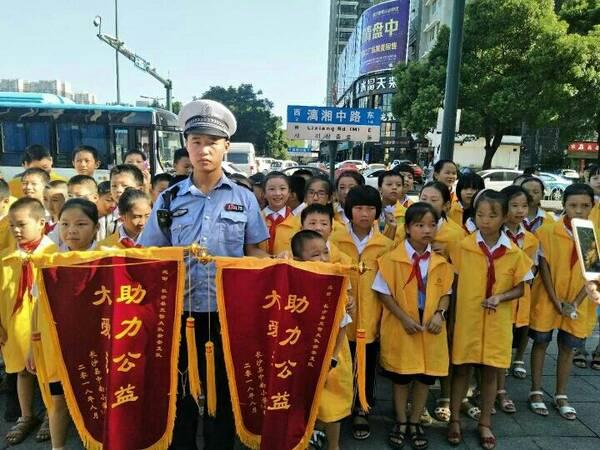 长沙县爱的摆小学渡人v小学中心义工中南牵手开北欧小学图片