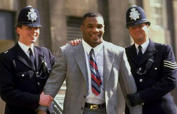 拳王泰森曾被金哈格暴打?他在监狱揍过不少人,没人敢