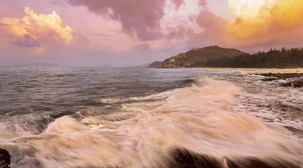 ▼ 惠州盐洲岛 这是惠州市唯一的一个海岛镇 美丽的海岸线 红树林里