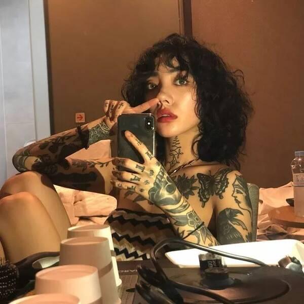 壁池丨这个火辣的韩国网红纹身师,是男人心中的红蔷薇!图片