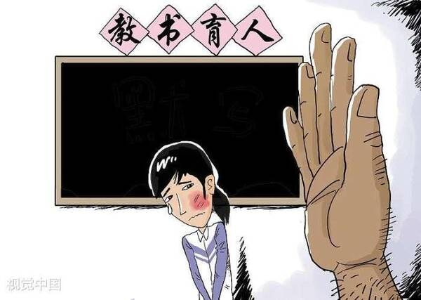 """一初中老师当家长面打孩子耳光! 学校教育何时将""""体罚图片"""