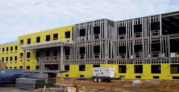 钢结构未来前景如何?钢结构、木结构、装配式混凝土结构统称为装配式建筑。装配式建筑符合绿色建筑要求,而目前国家也在大力发展绿色建筑,有国家的大力扶持可以说未来装配式建筑普及率会越来越高。轻钢结构集成房屋万亿装配式建筑重头戏! 本文来自大风号,仅代表大风号自媒体观点。