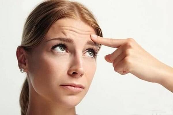 经常忧伤或撇嘴——鼻嘴两侧法令纹图片