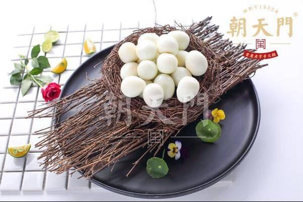 经过大厨精心工艺制作,摆盘样式简洁,美观,有着整套独特的菜品加工和
