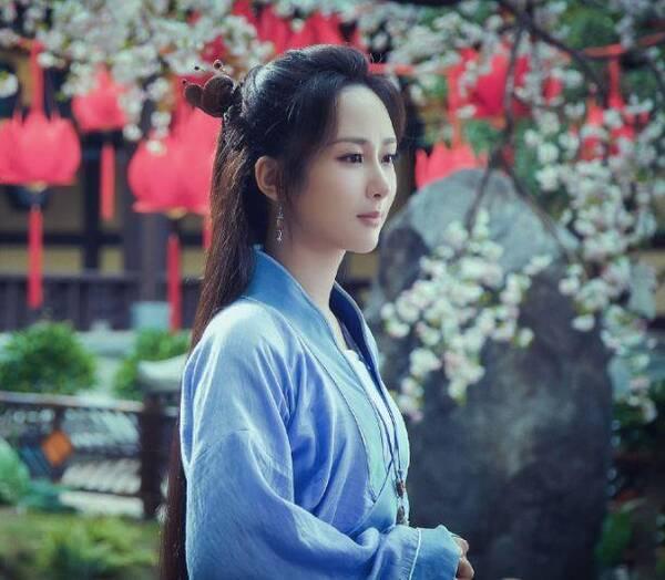 杨紫和邓伦主演的古装电视剧《香蜜沉沉烬如霜》好评如潮,剧中,杨紫
