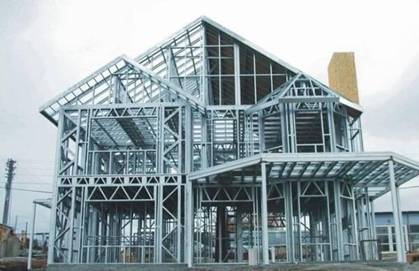 答:轻钢结构房屋简介轻钢结构房屋由轻型钢结构和轻质钢板围护结构组