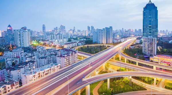 青岛 一共有7区3市 总面积达11282平方公里 常住人口929万人 虽然这几