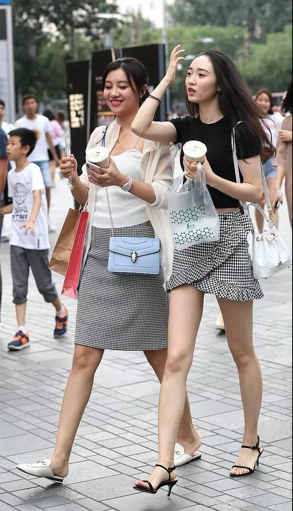 隔壁姐姐好漂亮18p_东莞街拍 气质女神的夏天穿搭撩人,彰显美女姐姐高雅