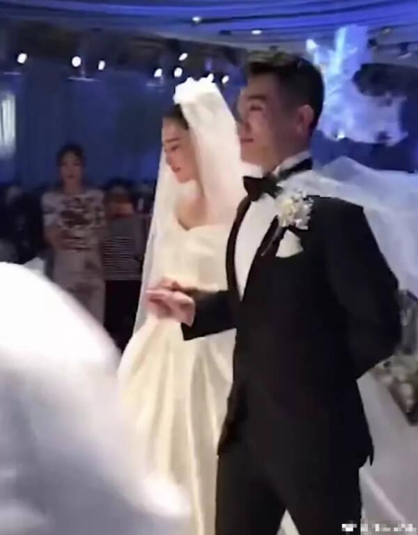 邓超夫妇误入张馨予婚礼……其实张馨予也闹过同样的