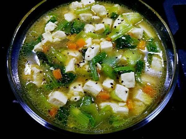 调料,小白菜食盐:西红柿做法:蘑菇,姜,猪肉精小白菜炖豆腐的客家炖辅料做法汤的豆腐图片