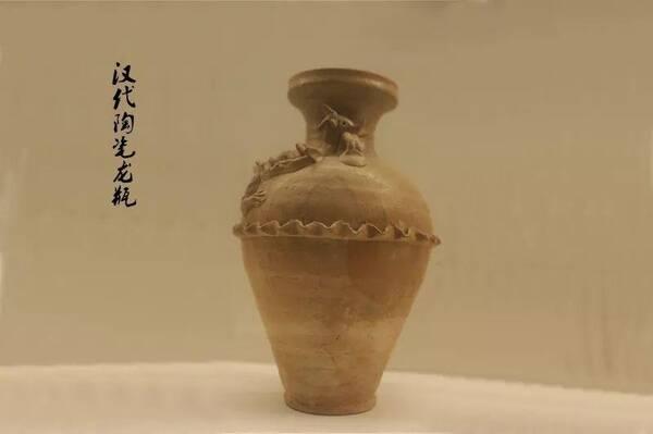 汉代加彩陶器动物图