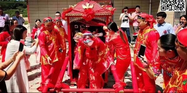 火了| 看拜堂咯!惠安这场复古婚礼迎亲队,新郎骑马新娘坐花轿