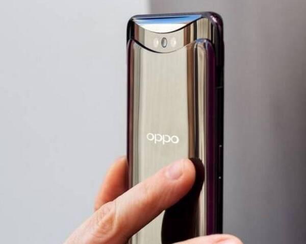 创新设计独领风骚 OPPO Find X出色的产品力的最直观的表现当属在外观设计上的创新带来的巨大的视觉冲击力,OPPO Find X除了采用了独家曲景全景屏以及COP柔性屏封装技术带来3.4mm的极窄下边框和93.8%的超高屏占比,成为业内之最。
