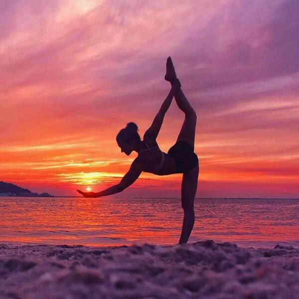 瑜伽舞王式手抓不到脚?那是你从来没这样练图片