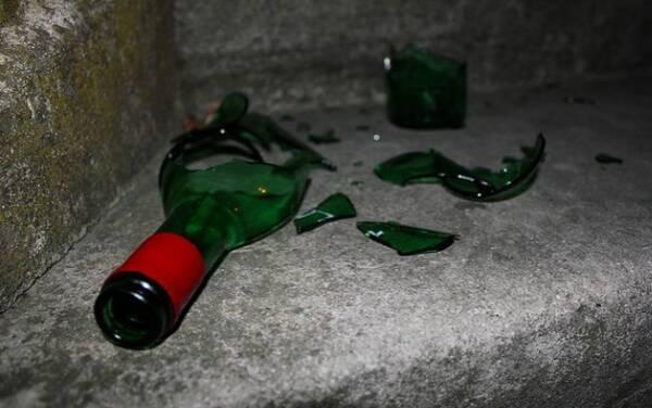 小舅子搬新家,我带酒庆贺,他说一醉话,我砸了酒比赛结束表情包卢本伟图片