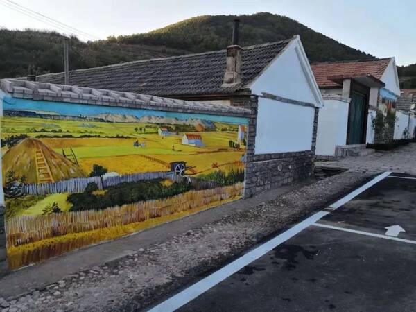 登山健步活动场面火爆 全力推进美丽乡村示范村庄建设,围绕绿化美化图片