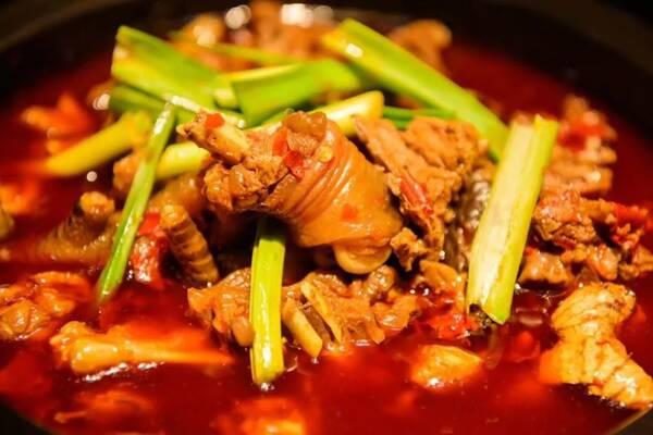 这道菜可以是家常炒菜,也可以是火锅.