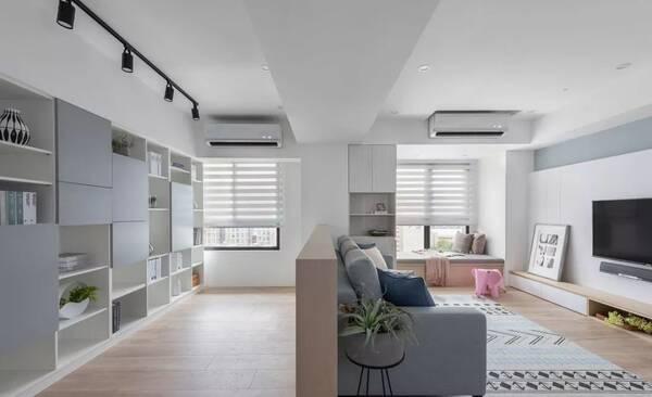 沙发墙后面设计了一座半高的矮墙,天花板也做了高低区域的区分,作为