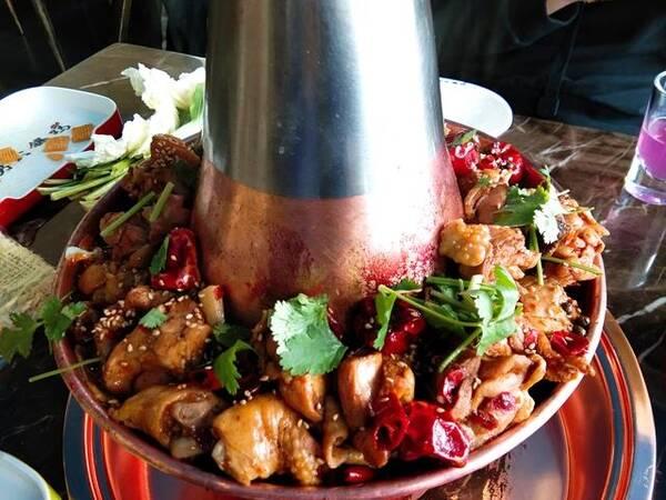 网红火锅鸡在鞍山也能吃到了,让我们在热气腾腾中温暖