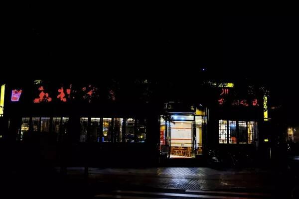 川大美食街,晚10点后手法用写一美食通感种图片