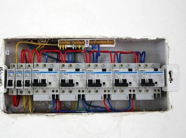 家庭电路装漏电开关还是空气开关?听老电工分析完,后悔没早知道