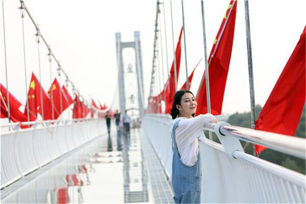 世间相遇邂逅都是久别重逢,去这些景区所有广温妮美女图片
