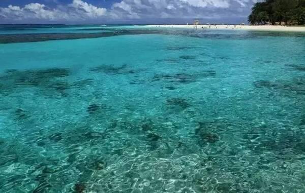 由塞班岛,天宁岛等14个岛屿和最南端的关岛组成.