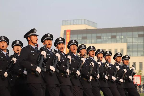 【重磅】河南警察学院2018年军训汇报暨新生开学典礼