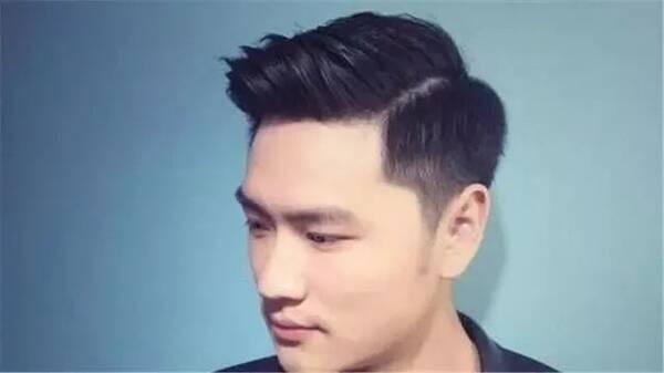 男生发型的中分,侧分,三七分,四六分,你觉得剪哪个更图片