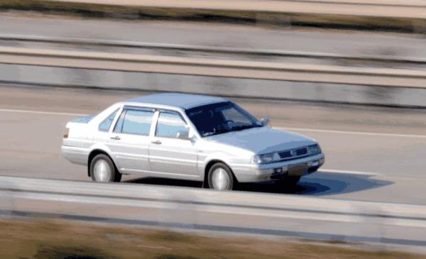 高速上车速控制在多少最省油?老司机说出这个数,每月能省半箱油