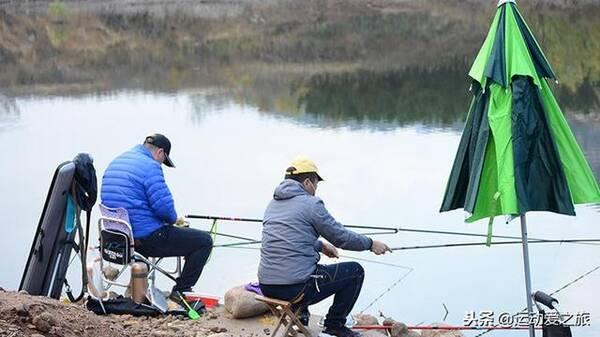 冬钓鲫鱼,如何才能掌握双钩在水下的状态