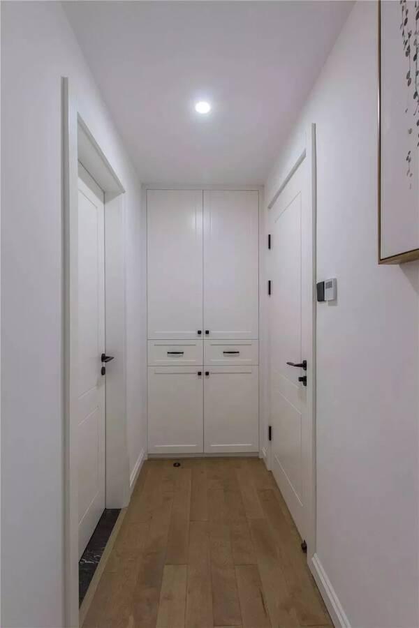 还有,家里走廊尽头其实也可以做一个内嵌式的收纳图片