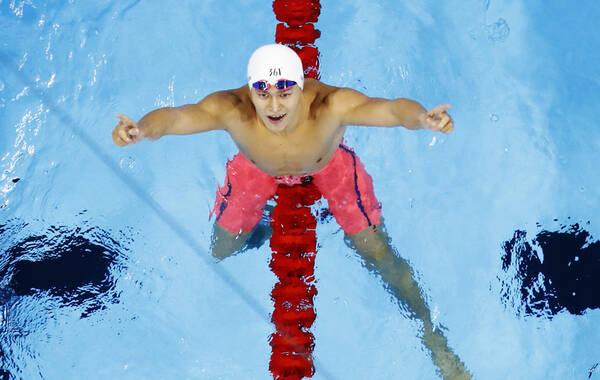 孙杨以1分44秒65在男子200米自由泳中夺得金牌,为中国游泳队夺得里约奥运会首金!