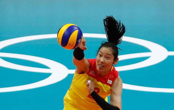 北京时间8月21日,奥运会女排决赛,中国与塞尔维亚争夺冠军,重炮手朱婷屡屡得分,霸气球风圈粉无数,网友更直呼好想被朱婷打。