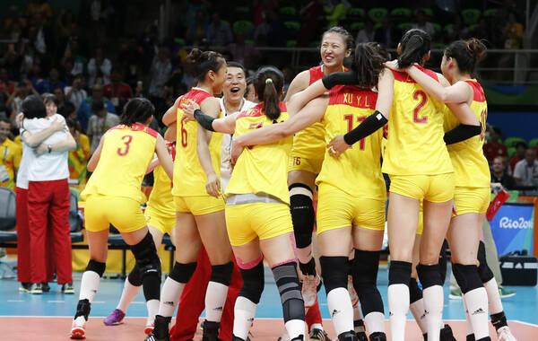 北京时间8月21日上午,里约奥运会女排决赛中,中国女排3-1战胜塞尔维亚,在2004年拿到雅典奥运会冠军后,时隔12年再次获得奥运会冠军。