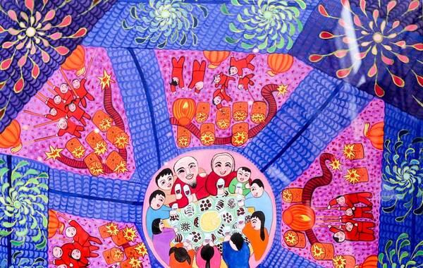 六合农民画历史悠久,可追溯至汉唐。它主要来源于当地的传统民间绘画,如木刻、剪纸、灶头画、中堂画、刺绣等。上世纪80年代早期,六合地区的农民画形成了独特的艺术风格,作品曾远赴日本、美国、俄罗斯展出,惊艳了全世界。