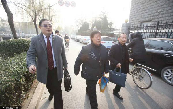 2016年12月14日消息,河北石家庄。聂树斌再审改判无罪后,这一先后历时21年的案件有了后续进展。12月12日,记者从该案的代理律师处获悉,聂树斌家属申请国家赔偿的整体数额目前正在计算中。供图:视觉中国