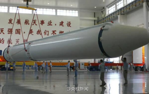 据中国载人航天工程办公室消息,长征七号遥二火箭按流程完成了出厂前所有研制工作,于3月11日安全运抵文昌航天发射场。天舟一号货运飞船计划4月中下旬由长征七号遥二火箭发射升空。来源:央视新闻客户端